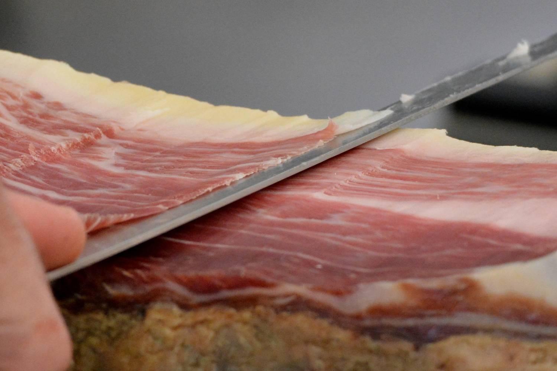 cómo cortar un jamón entero